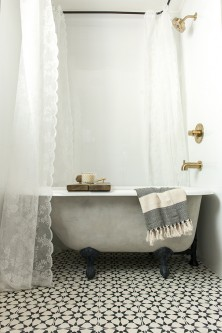 426-a-new-tub-turned-vintage-with-lime-chalk-paint-patina