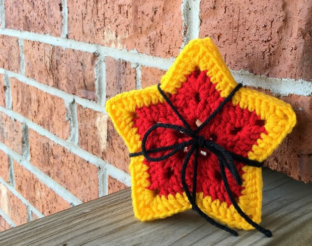 449-crochet-a-wonder-woman-inspired-coaster-set