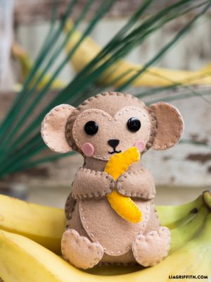 955-diy-monkey-felt-stuffie-for-kids