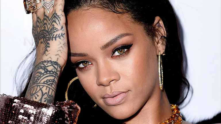 Rihanna wiki, age, Affairs, Family, favorites and More