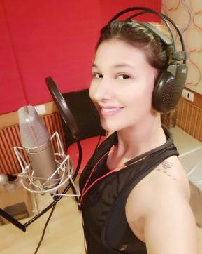 Jasleen Singing