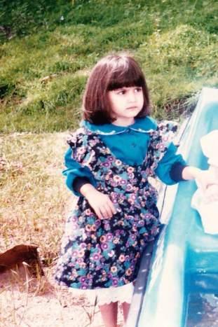 kriti kharbanda Childhood pic