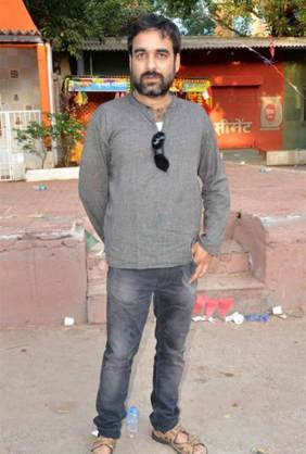 Pankaj-Tripathi-full-body