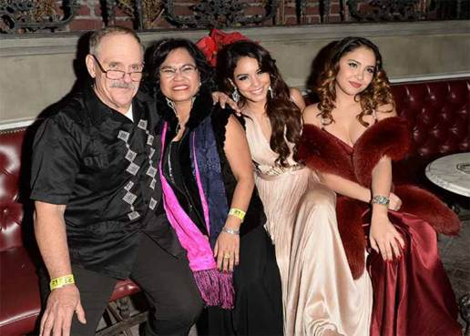 Vanessa with her father, mother and Sister