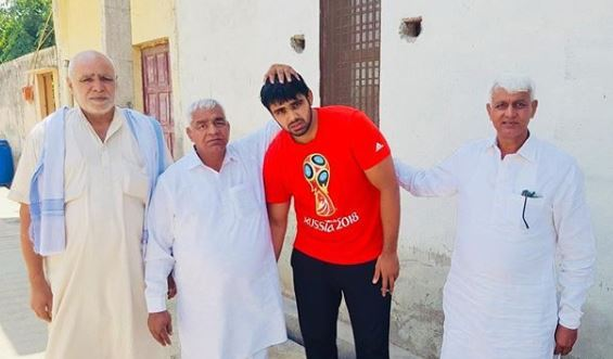 Vivek with Mahabir phogat