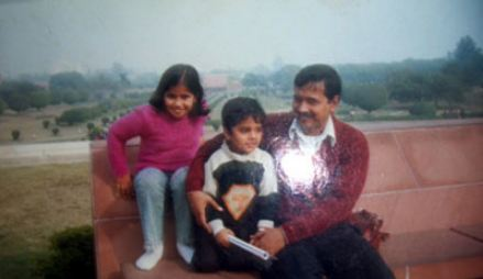 Old pic of Kejriwal with children