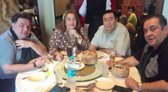 Rishi Kapoor with brothers and sisters