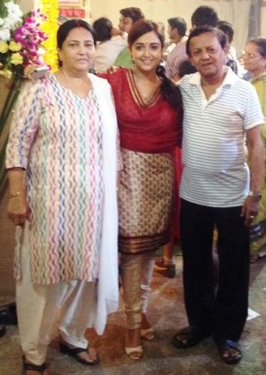 Monali with parents