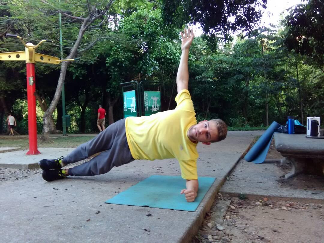 Cuatro ejercicios isométricos que les harán sudar