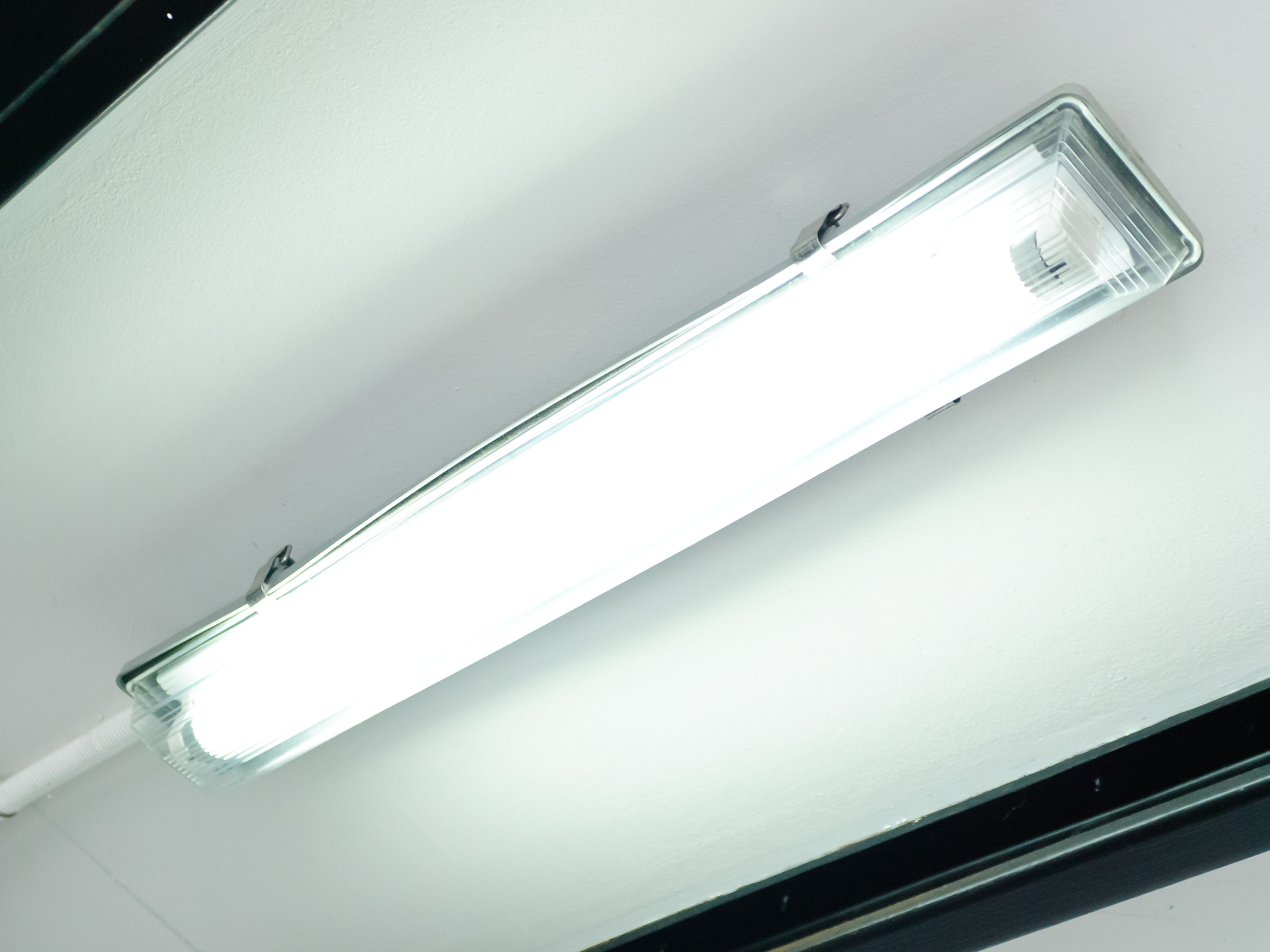 How To Replace Fluorescent Lighting 14 Steps (with Pictures