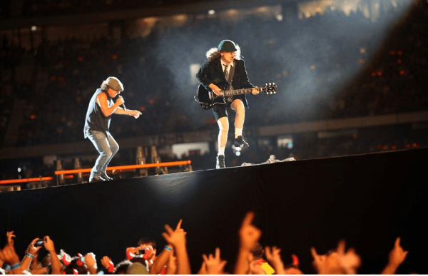Show AC/DC - Angus Young
