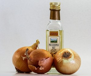 9 proven benefits of using onion oil for treating hair fall and baldness
