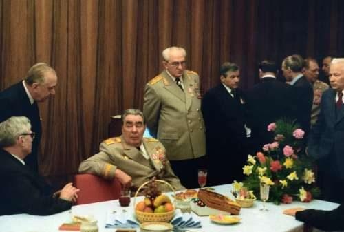 Festlicher Tisch der UdSSR-Sekretärin