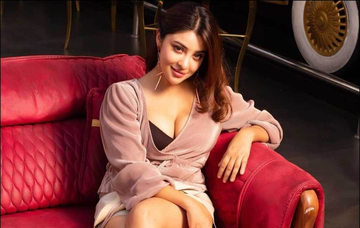 Payal Ghosh Biography, Age, Height, Family, Boyfriend & More