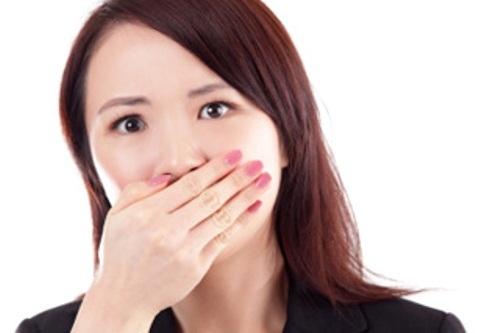 Bệnh hôi miệng gây ra sự tự ti trong giao tiếp