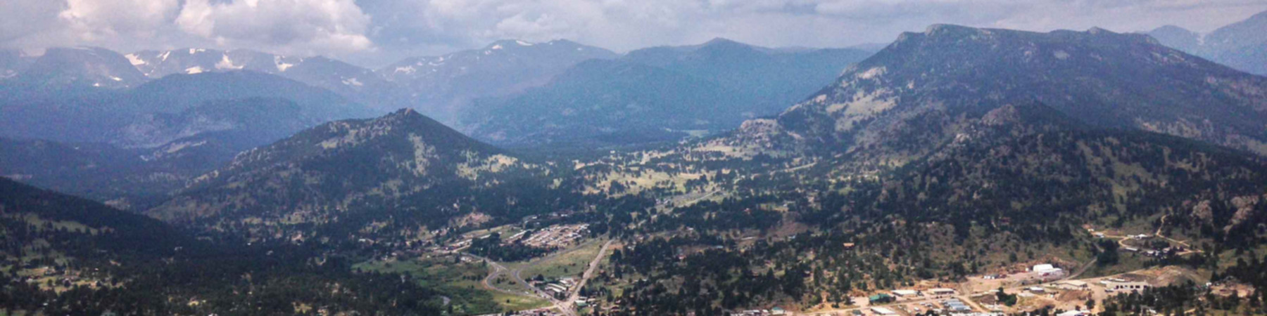 Dogs are allowed on this trail, and it is accessible throughout the year. Estes Park Wikitravel