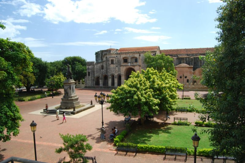 File:Parque Colon1.jpg