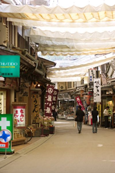 File:Miyajima shopping street.jpg