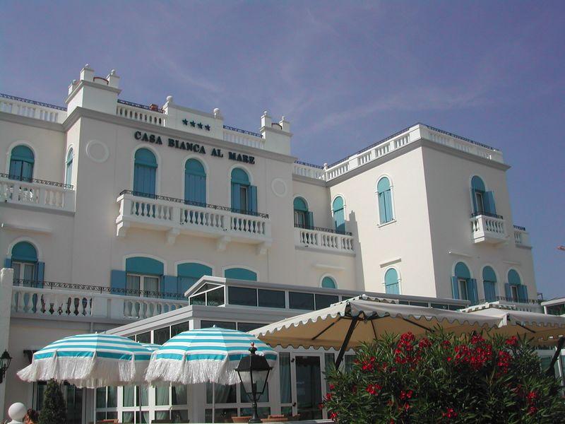 FileJesolo Hotel Casa Bianca al Marejpeg  Wikitravel