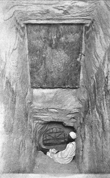पिरामिड में प्रवेश