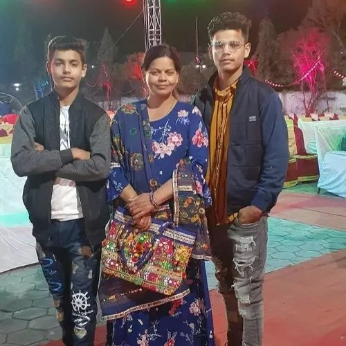 Chahat Pandey Family