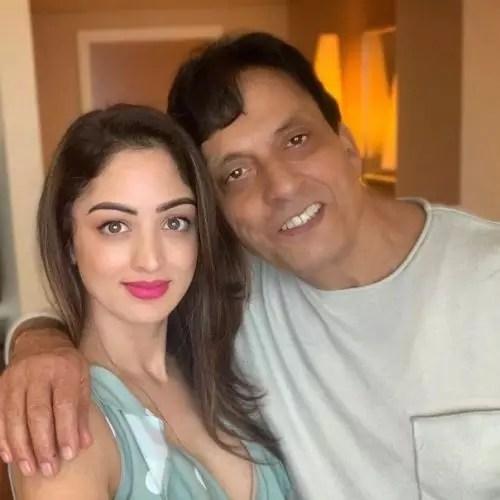 Sandeepa Dhar with father