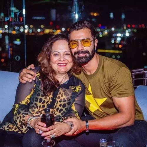 Ashmit Patel with Mother