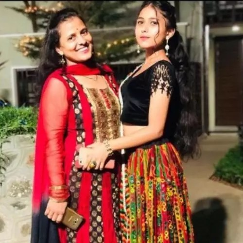 Aishani Yadav with Mother