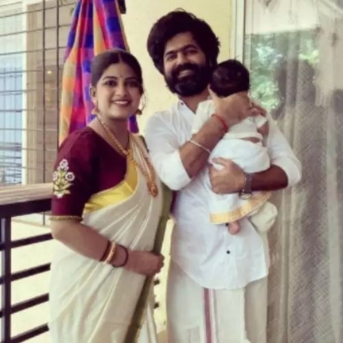 Dhanashri Kadgaonkar with Husband and Son