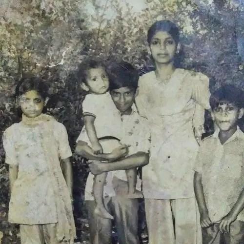 Sharib Hashmi with siblings