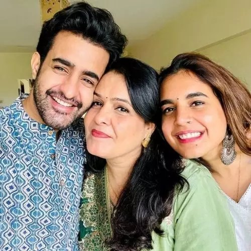 Satyajeet Dubey with Mother and Sister