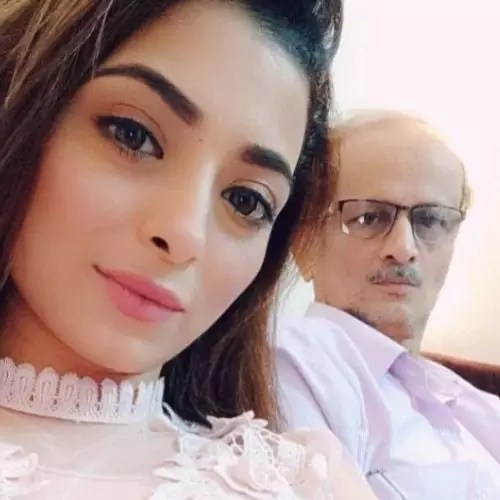 Afreen Alvi with father