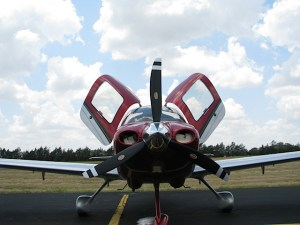 English: Cirrus SR20, 2012 Model, Brenham Municipal Airport, Texas (photo credit: WikiWings)
