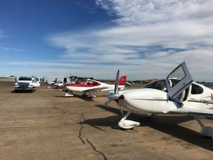 Cirrus airplanes on the ramp. SR22-G2 foreground, credit wikiWings