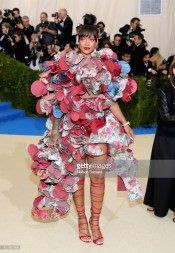 NEW YORK, NY - MAY 01: Rihanna attends the 'Rei Kawakubo/Comme des Garcons: Art Of The In-Between' Costume Institute Gala at Metropolitan Museum of Art on May 1, 2017 in New York City. (Photo by Neilson Barnard/Getty Images)