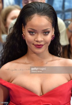 'Valerian And The City Of A Thousand Planets' European Premiere - Red Carpet Arrivals LONDON, ENGLAND - JULY 24: Rihanna attends the 'Valerian And The City Of A Thousand Planets' European Premiere at Cineworld Leicester Square on July 24, 2017 in London, England. (Photo by Anthony Harvey/Getty Images)