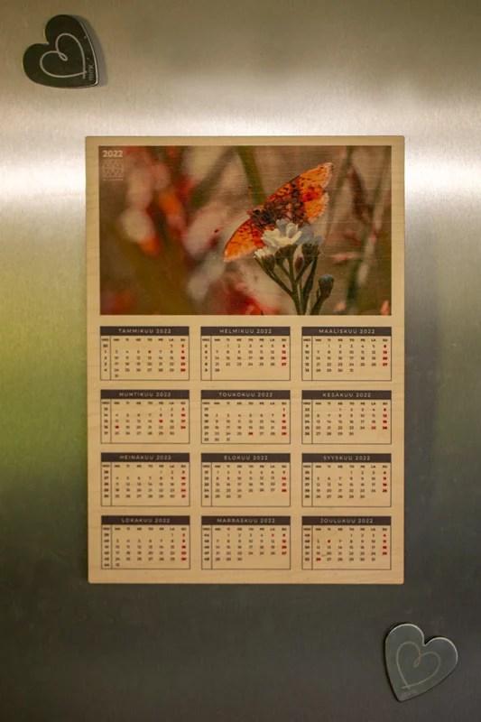 Vuosikalenteri jääkaapissa