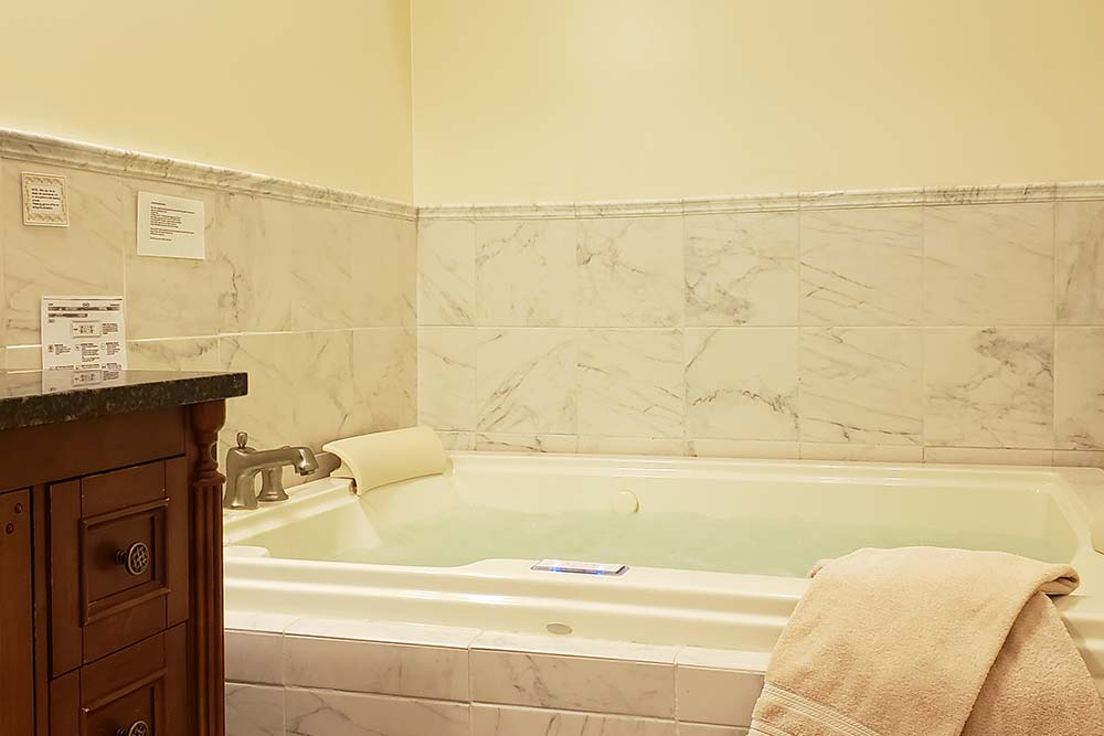 Suite 103 Jacuzzi, The Wilbraham Mansion & Suites, Jersey Shore, Cape May New Jersey