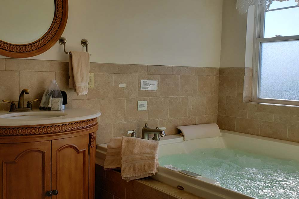 Suite 303 Jacuzzi, The Wilbraham Mansion & Suites, Cape May, New Jersey