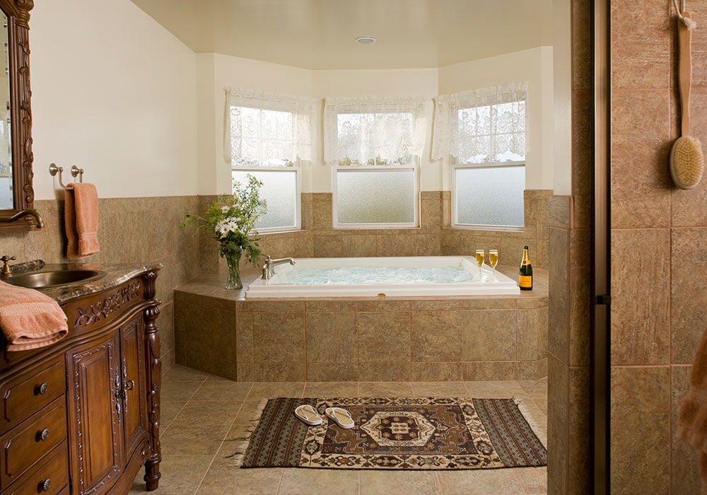 Suite 302 Jacuzzi, The Wilbraham Mansion & Suites, Jersey Shore, Cape May New Jersey