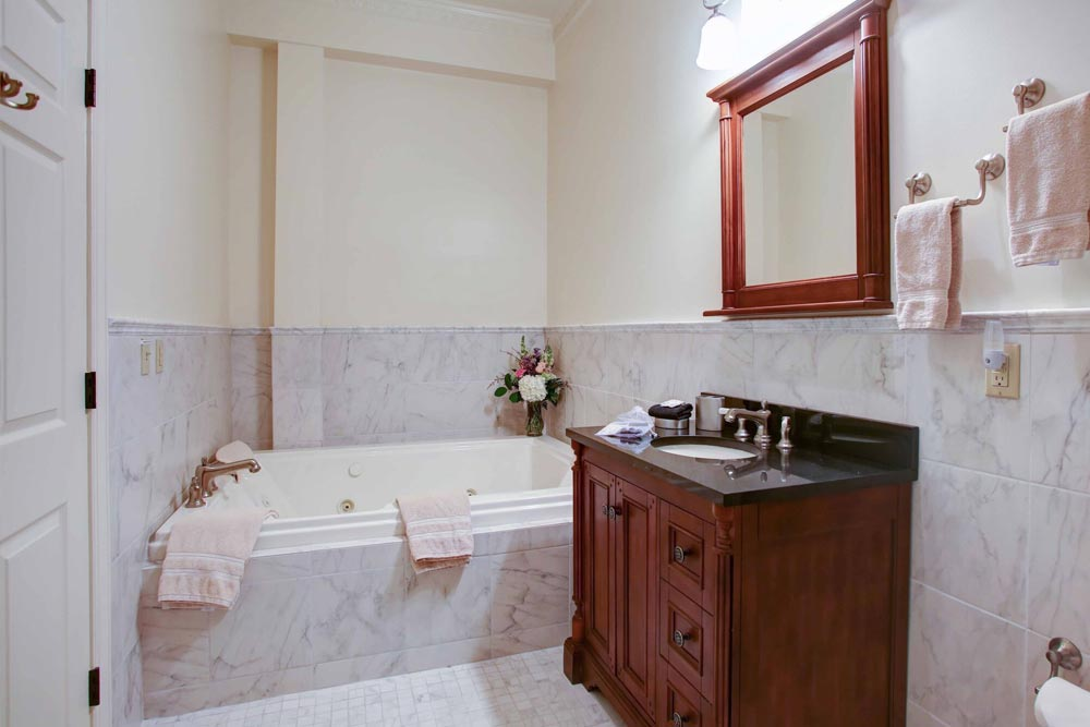 Suite 102 Jacuzzi, The Wilbraham Mansion & Suites, Jersey Shore, Cape May New Jersey