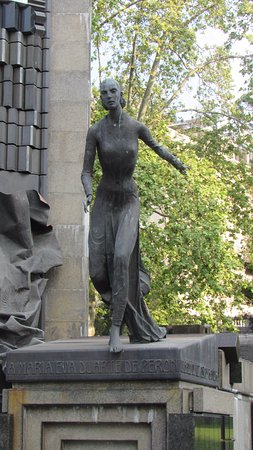 evita-peron statue, national library, buenos aires