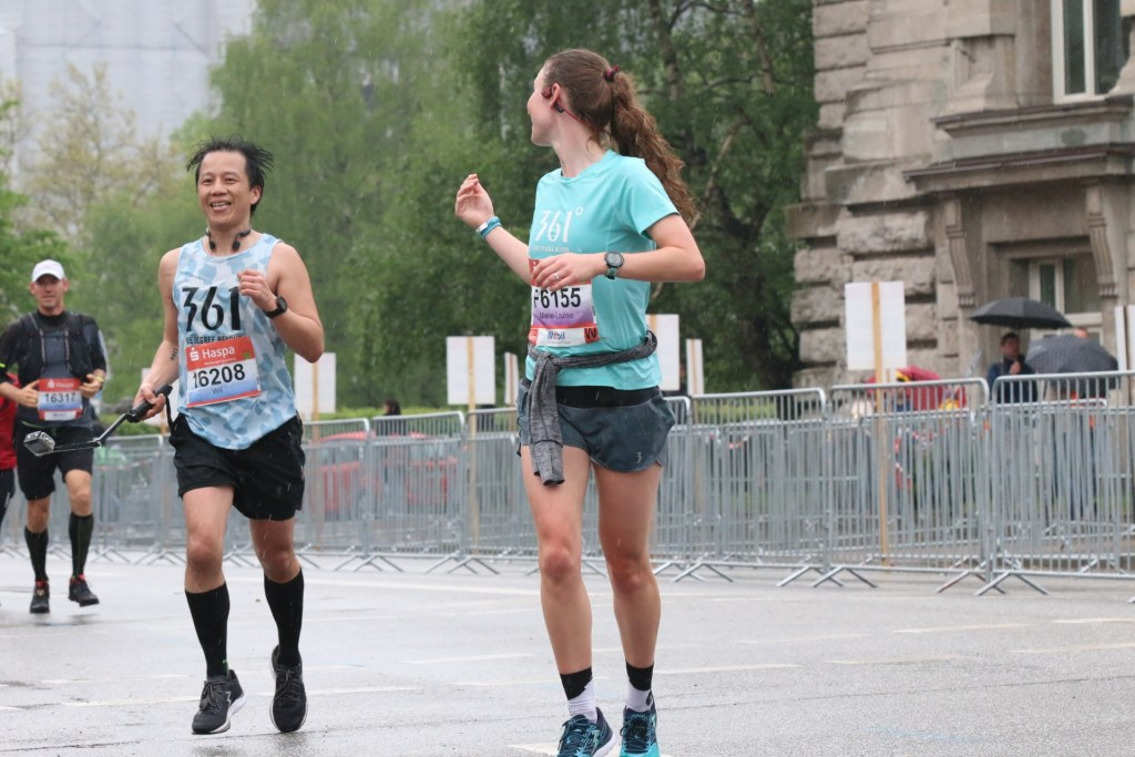 Near the finish at Hamburg Half Marathon with Marie-Louise pulling me along