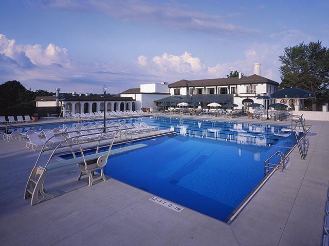 courty club swimming pool