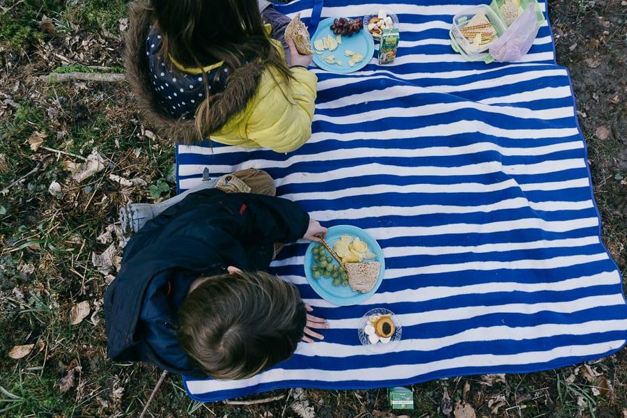 Woods Picnic kids eating food