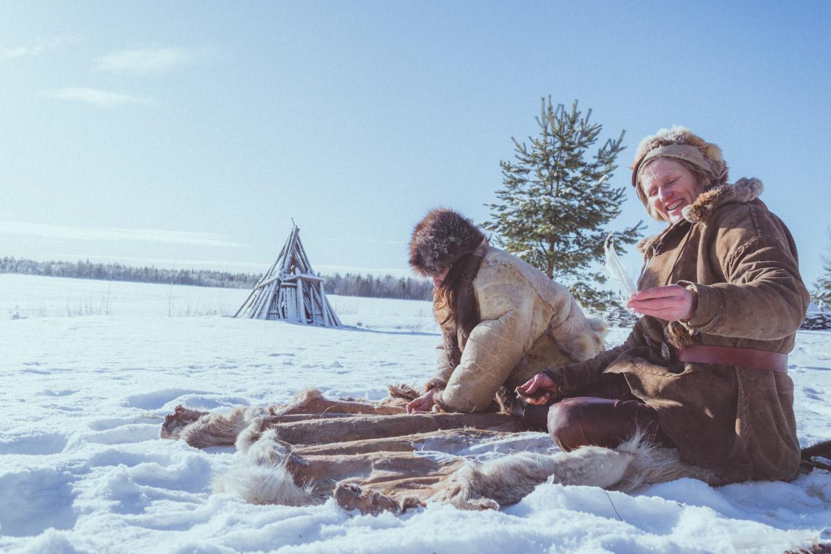Lynx Vilden and Sandrine Geraud softening a hide