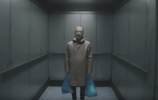 pengalaman tidur di lift
