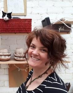 Artist and Wild at Art tutor Avesha De Wolfe