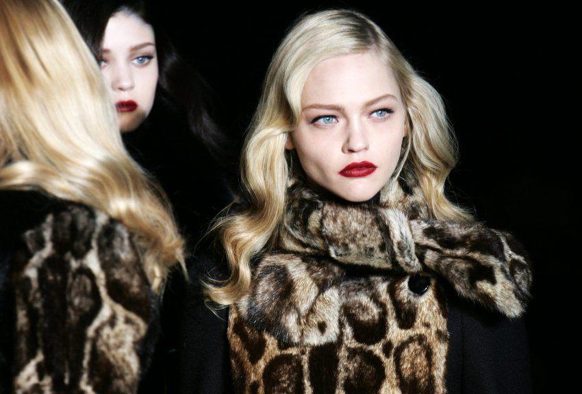 Ab der kommenden Frühjahrskollektion sollen keine Tierfelle mehr für Gucci-Produkte verarbeitet werden, kündigte Firmenchef Marco Bizzarri im Oktober 2017 an.