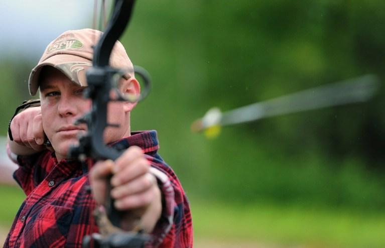 Russland Parlament erlaubt Jagd mit Pfeil und Bogen